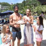 Armandinho com a namorada Carla e as filhas Marcela e Antonia