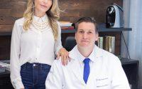 Mariana Bastian (diretora comunicação e marketing ABLC) e Dr Carlos Bastian (médico do aparelho digestivo) _ foto Divulgação